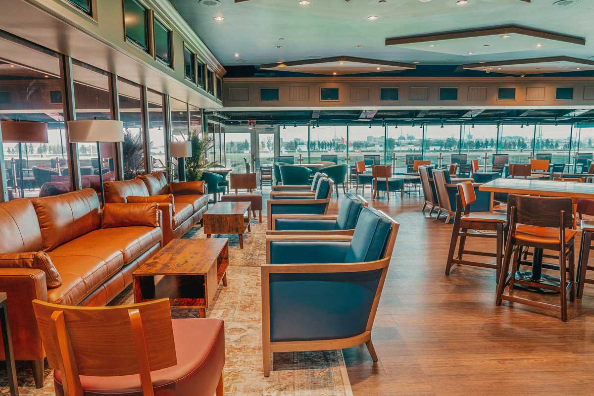 Finish Line O&T Lounge for Owners and Trainers inside view