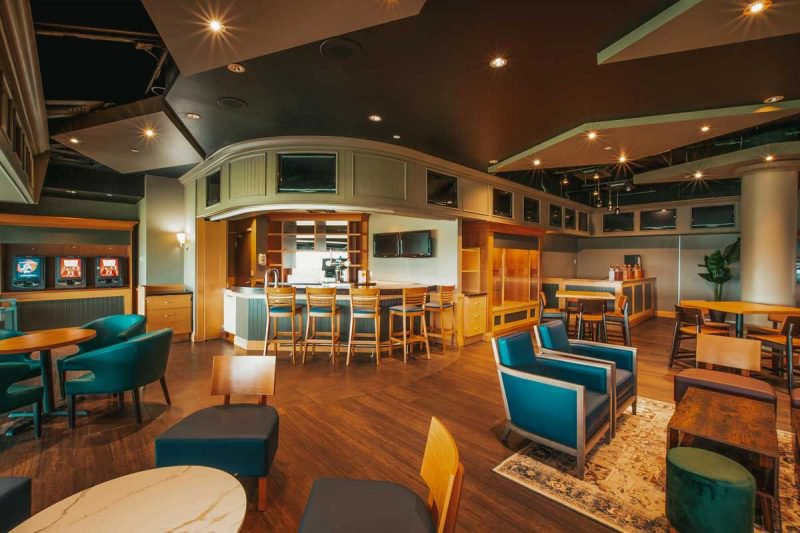 Finish Line O&T Lounge for Owners and Trainers bar view