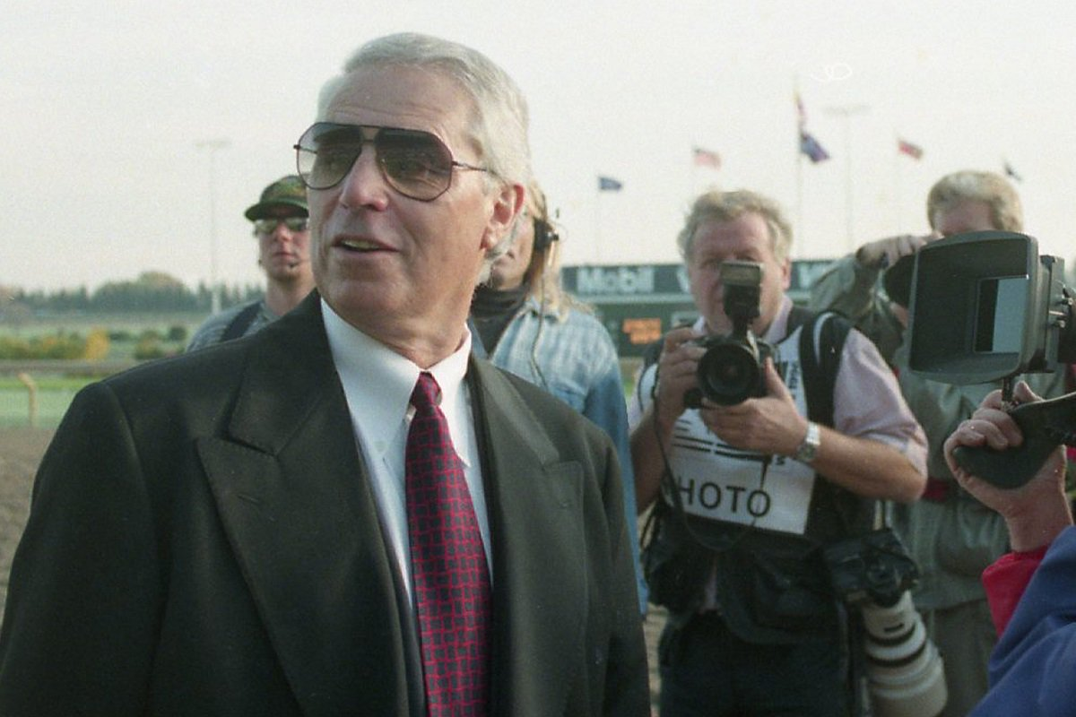 Photographers take photos of D. Wayne Lukas at the 1996 Breeders Cup